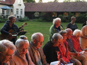 Sommerhygge i præstegårdshaven @ Mødesalen | Ryslinge | Danmark